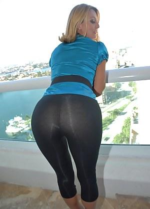 Moms Yoga Pants Porn Pictures