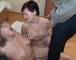 Moms Pissing Porn Pictures